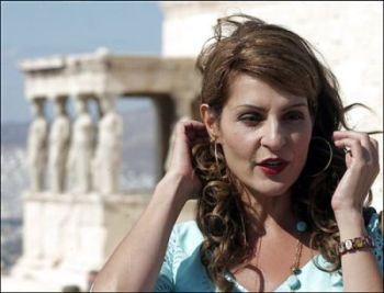 Nia Vardalos y las cariátides griegas